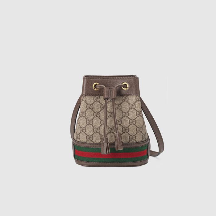 Ophidia系列迎来新成员——迷你水桶包。这款配件采用GG Supreme高级人造帆布材质,底面镶嵌红绿条纹织带,配有一条可调节肩带