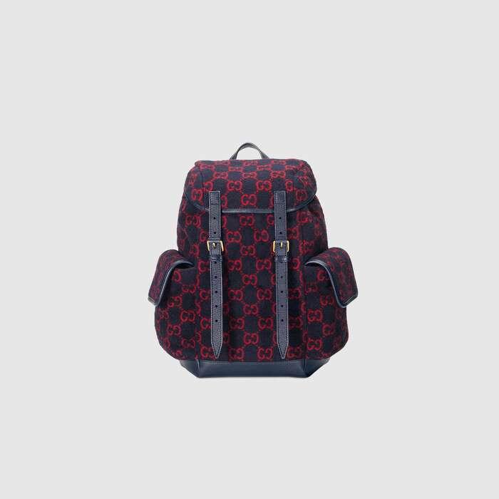 这款红蓝GG羊毛材质小号背包以现代手法诠释20世纪30年代的经典设计。别致的造型设计,饰以织纹蓝色皮革滚边,与背面的高科技网眼布相得益彰