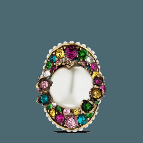饰珍珠和花朵戒指