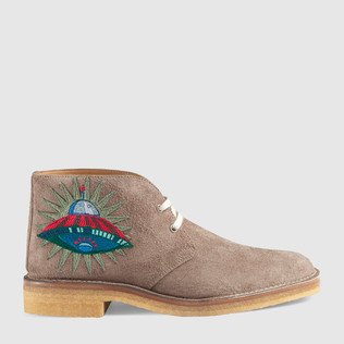 贴花麂皮靴子