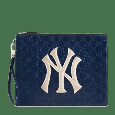 NY Yankees™贴饰皮革手拿包
