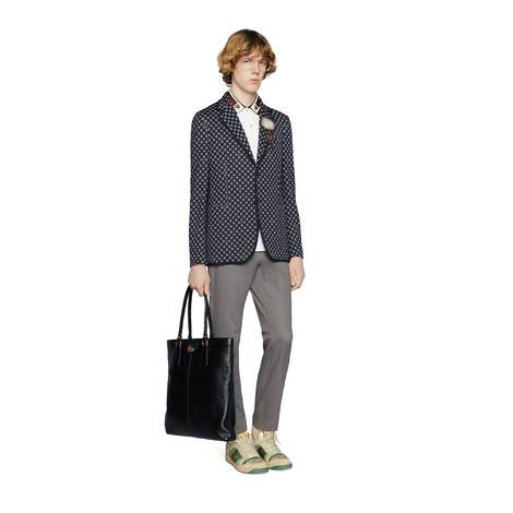 饰条纹织带和虎头polo衫