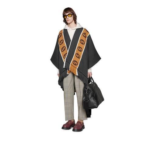 饰互扣式 G 条纹羊毛披巾