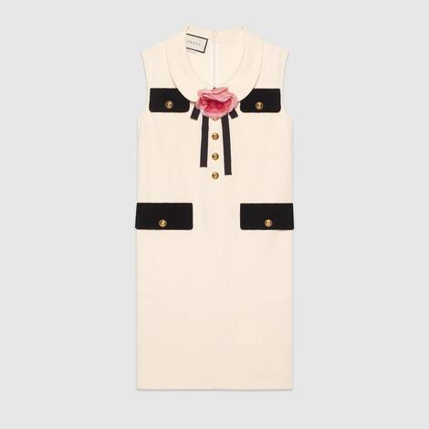 饰胸针罩衫连衣裙
