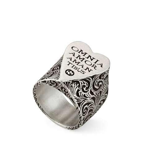 饰心形刻花银戒指