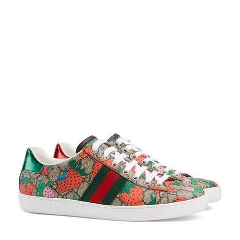 Ace 系列女士GG和Gucci草莓印花运动鞋
