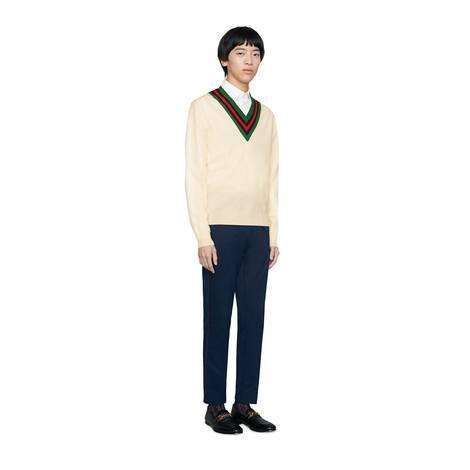 V 领羊毛针织毛衣