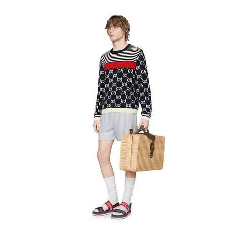 GG和条纹针织毛衣
