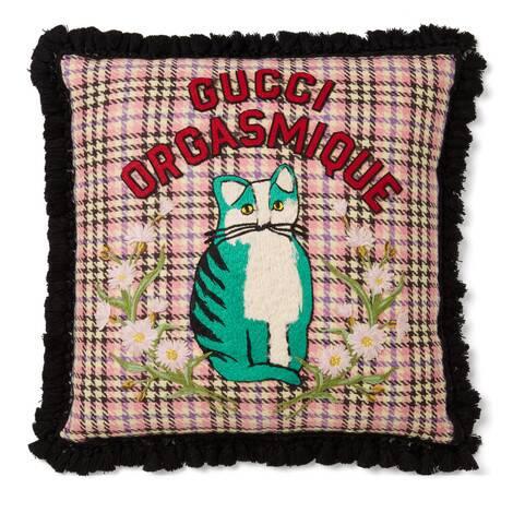 """饰""""Gucci Orgasmique""""猫咪贴饰靠垫"""